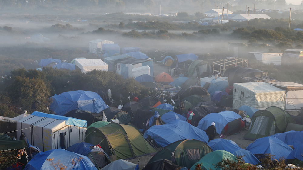 "Fog hangs above tents and makeshift shelters in the ""new jungle"", a field where migrants and asylum seekers stay in Calais, France, October 2, 2015. Around 3,000 migrants fleeing war and poverty in Africa and the Middle East are camped on the French side of the tunnel in Calais, trying to board vehicles heading for Britain via the tunnel and on ferries or by walking through the tunnel, even though security measures aimed at keeping them out have been stepped up. REUTERS/Pascal Rossignol TPX IMAGES OF THE DAY - RTS2Q15"